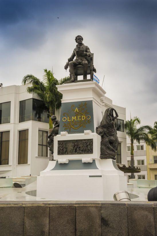Plaza monumento a jose joaquin de olmedo en guayaquil