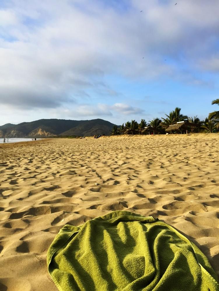 playa arena y toalla ecuador Stockipic