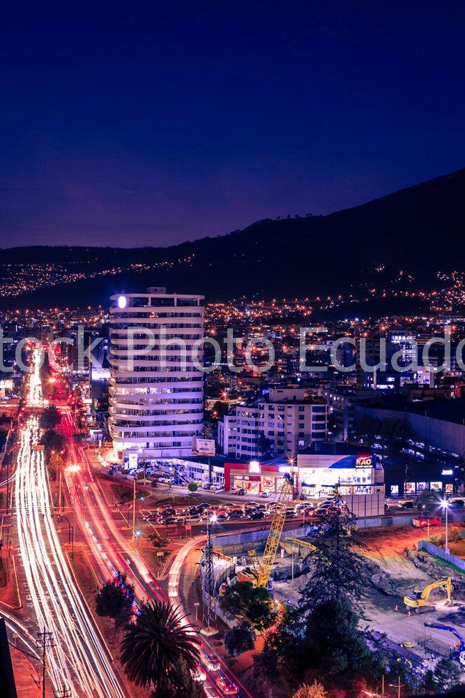 Quito Nocturno / Quito se transforma y moderniza Stockipic